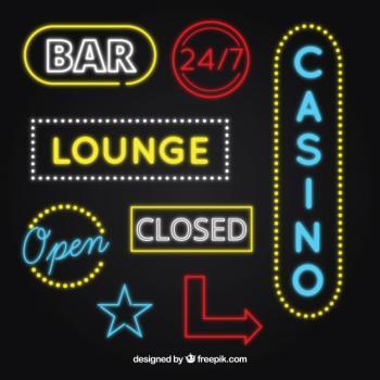 mustalla taustalla casinomerkkejä